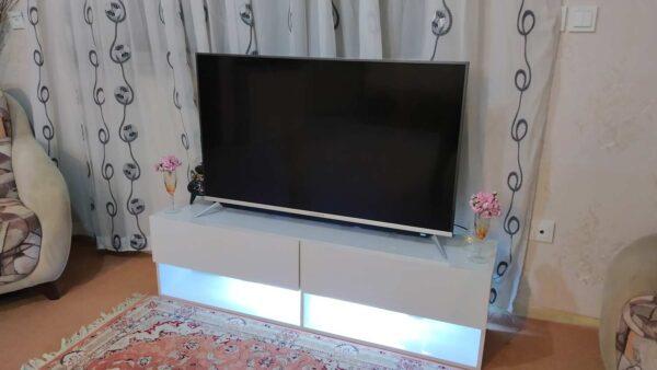 میز تلویزیون با نور بک لایت